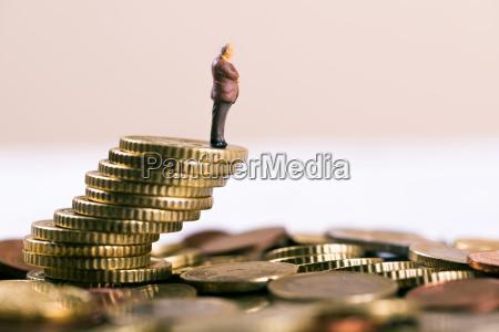 geschaeftskonkurs und investitionsrisikokonzept geschaeftsmann der