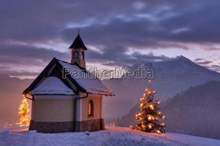 kapelle in weihnachtlicher stimmung