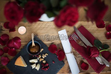 bodegon romantico para una cena de
