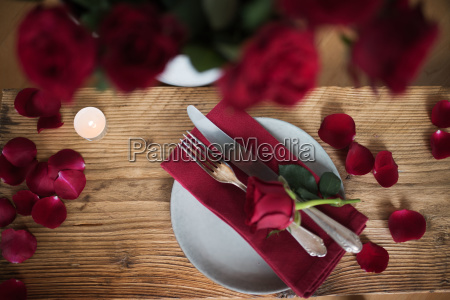 romantic table setting in red
