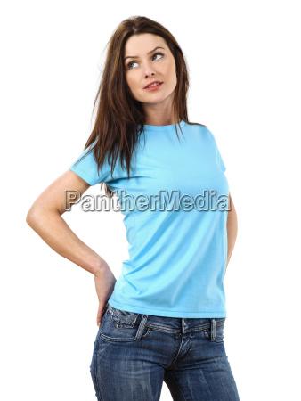sexy frau traegt blankes hellblaues hemd