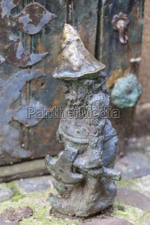 wroclaw zwerg kleine maerchenhafte bronzefiguerchen auf