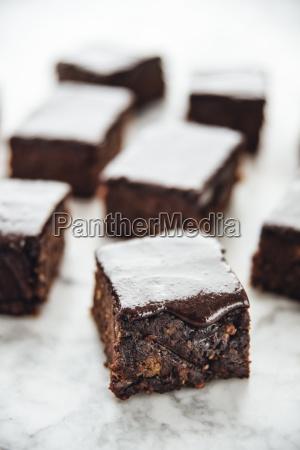 gesunde brownies aus datteln suesskartoffel kakao