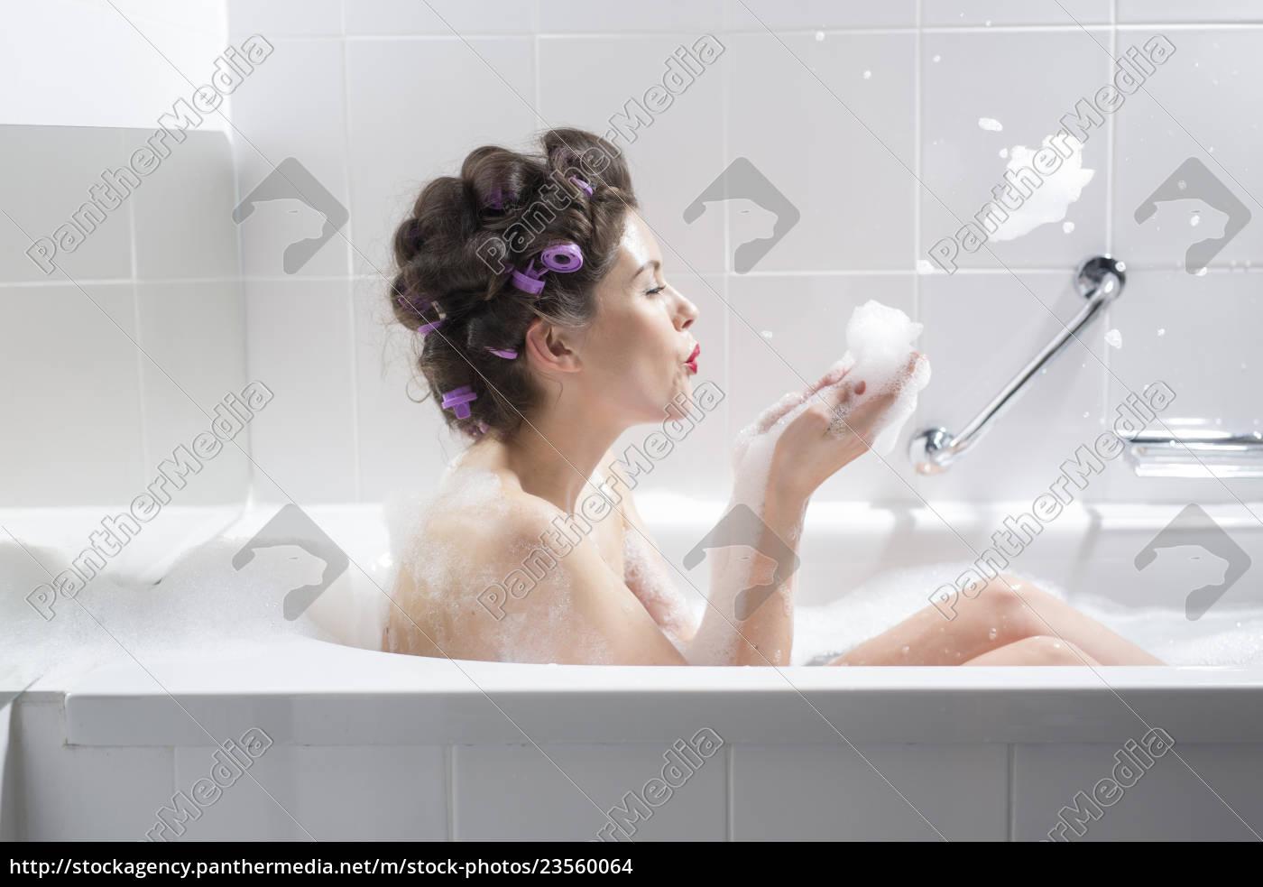 junge, frau, mit, curlern, die, ein, bad - 23560064