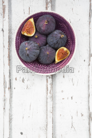 bio figs in a bowl