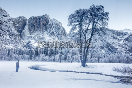 scenery with yosemite falls in winter