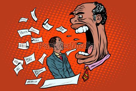 afrikanischer chef schreit nach einem untergebenen