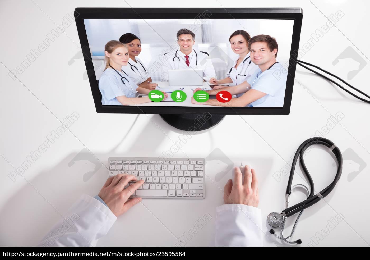 doktor, video, conferencing, mit, medizinischem, team - 23595584