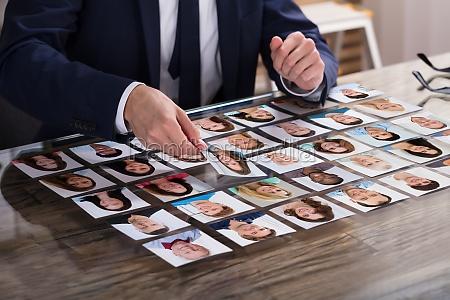wirtschaftler der fotografie des kandidaten waehlt