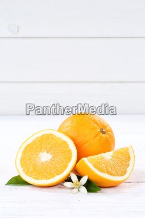 frische orangen orange frucht fruechte hochformat