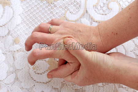 strong trembling hands in seniors in