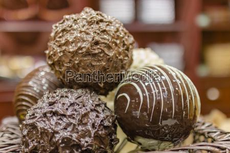 close up schokoladen trueffel pralinen