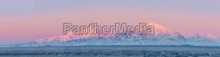 panoramablick der wrangell berge ueber dem