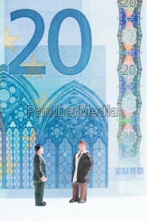 miniature men with the euro banknote