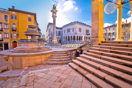 alte italienische quadratische boegen und architektur