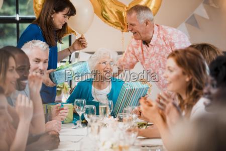 fiesta de cumpleanyos senior sorpresa