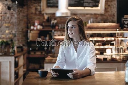 frau cafe menschen leute personen mensch