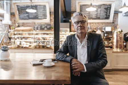 cafe zeitung tageblatt menschen leute personen