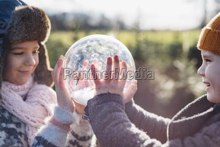 menschen leute personen mensch hand winter