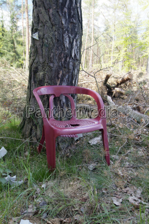 furniture broken chairs sits housing space
