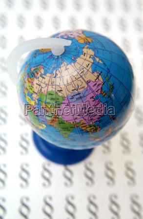 symbolbild globale gesetze globus und