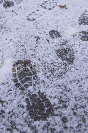 fussspur im schnee