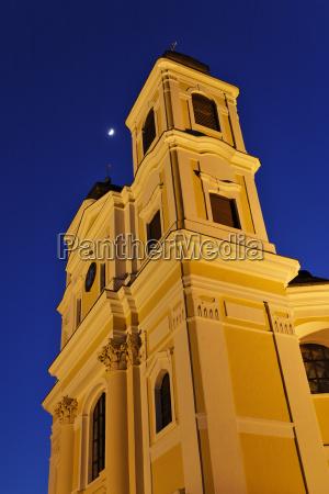 beleuchtete wallfahrtskirche am hafnerberg in der