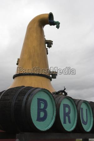 vor der bruichladdich destillerie hals einer