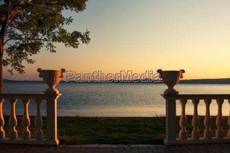vasen auf balustrade am lago di
