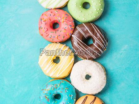 donuts, auf, blauem, hintergrund, ansicht, von, oben - 23823580