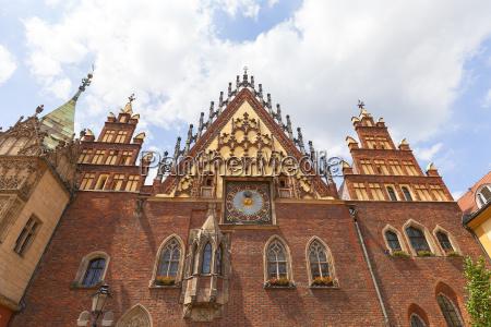 gotisches breslauer altes rathaus am marktplatz