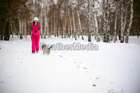 spaziergang im winter im freien mit