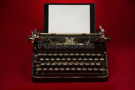 nostalgische, schreibmaschine, mit, tablet - 23852998