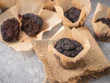 schokoladenmuffins mit rote bete nahaufnahme