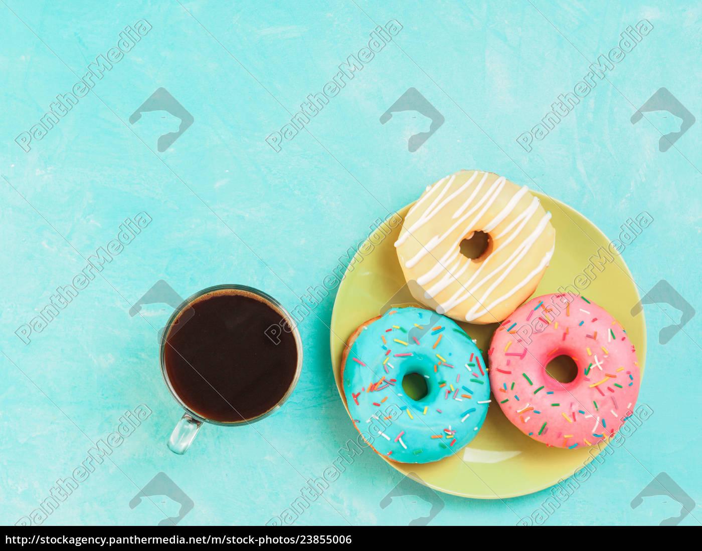 donuts, auf, blauem, hintergrund, kopienraum, draufsicht - 23855006