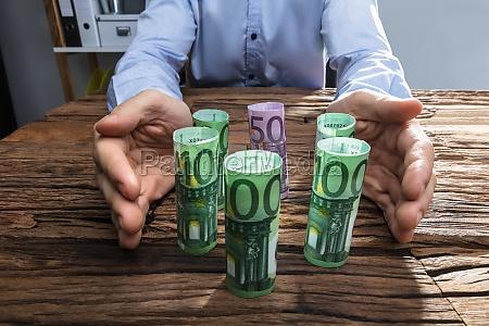 hand zahlungsmittel waehrung beschuetzen schutz schuetzen