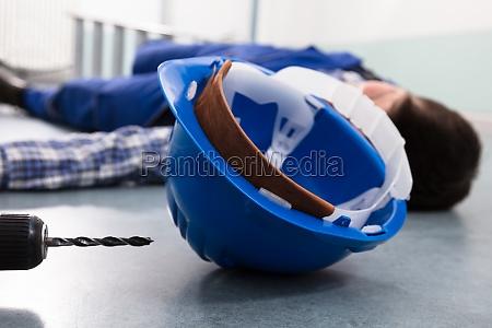ulykke ulykkestilfaelde kompensation hjelm mat ned