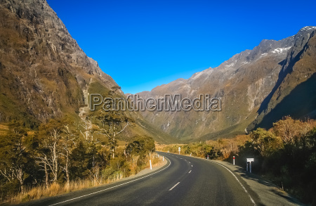 spectacular mountain road to milford sound