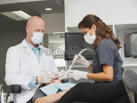 frau frauen zahnarzt horizontal kalifornien pflege
