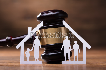 gavel and paper family representing divorce