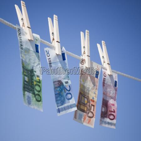 euro auf waescheleine