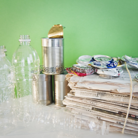 zeitung tageblatt umwelt metall flasche abfall