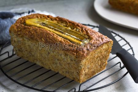 bananenbrot und nuss loaf