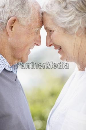 zaertlich altes paar
