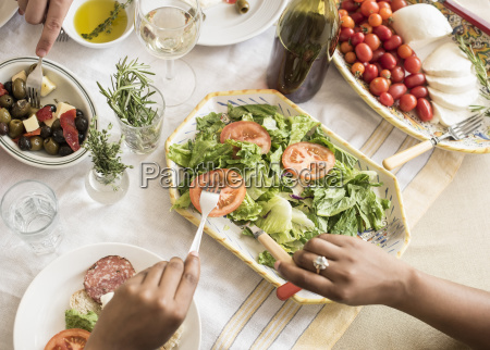 frau essen nahrungsmittel lebensmittel nahrung brot