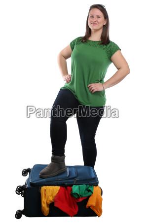 junge frau koffer packen reise reisen