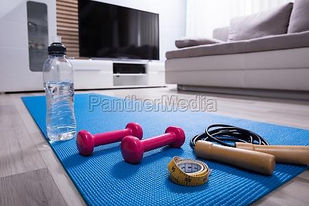 raum sofa bildschirm uebung television tv
