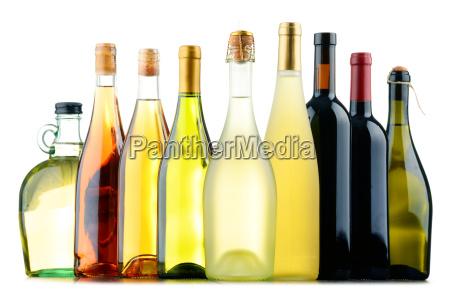 komposition mit verschiedenen flaschen wein
