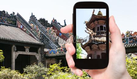 touristenfotografien aussenaltar im tempel