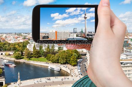 touristenfotos berlin mit fernsehturm und spree
